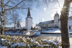 Kirche und Kloster im Winter