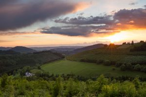Sonnenuntergang im Lennetal über Oberkirchen-Vorwald