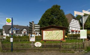 Wandertafel in Westfeld an der St. Blasius Kirche